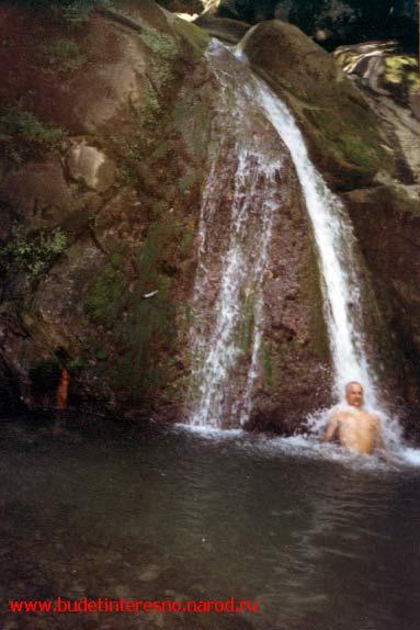 Водопад под монастырями